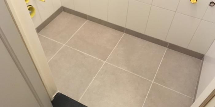 Betegelen toilet